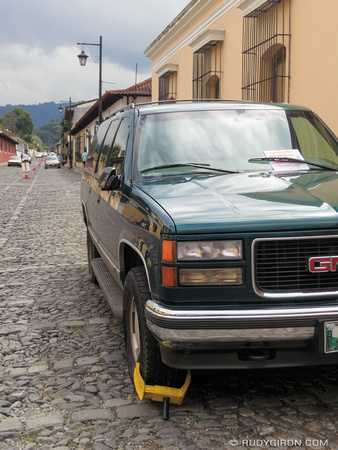 Wheel clampping vehicles parked in no-parking zones of Antigua Guatemala